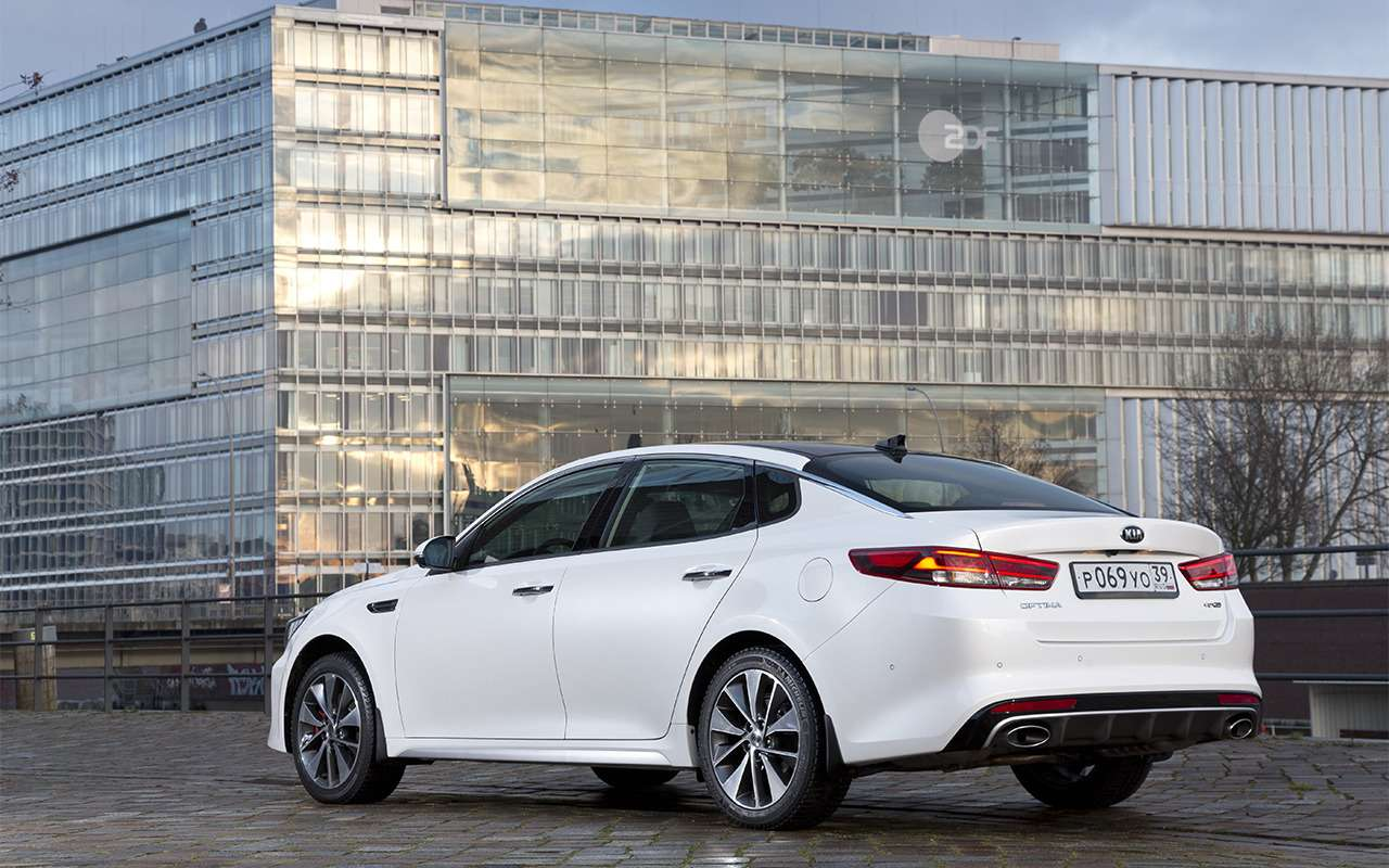 Что лучше: новая Toyota Camry или Kia Optima?— фото 859445