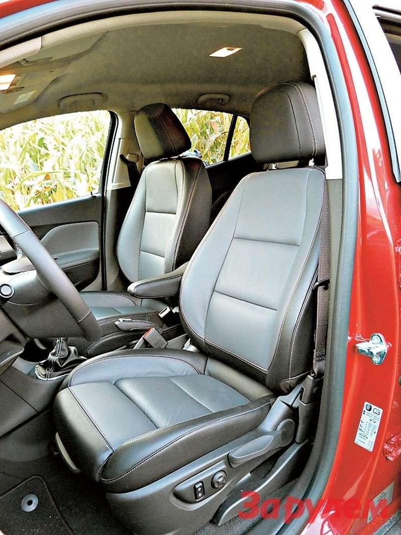 Кресла AGR за20000 рублей позволяют регулировать не только высоту, длину иугол наклона подушки, ноипоясничный упор