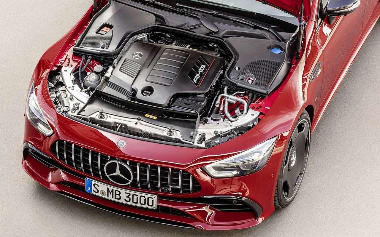 Mercedes-AMG GT43в Париже отвлекает людей отPorsche Panamera— фото 910759