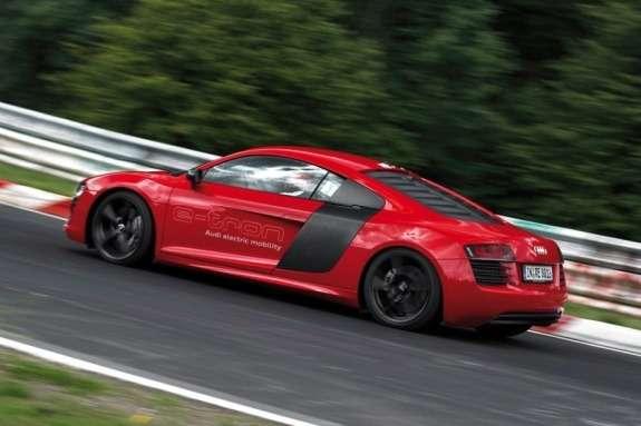 Record-breaking Audi R8e-tron side view