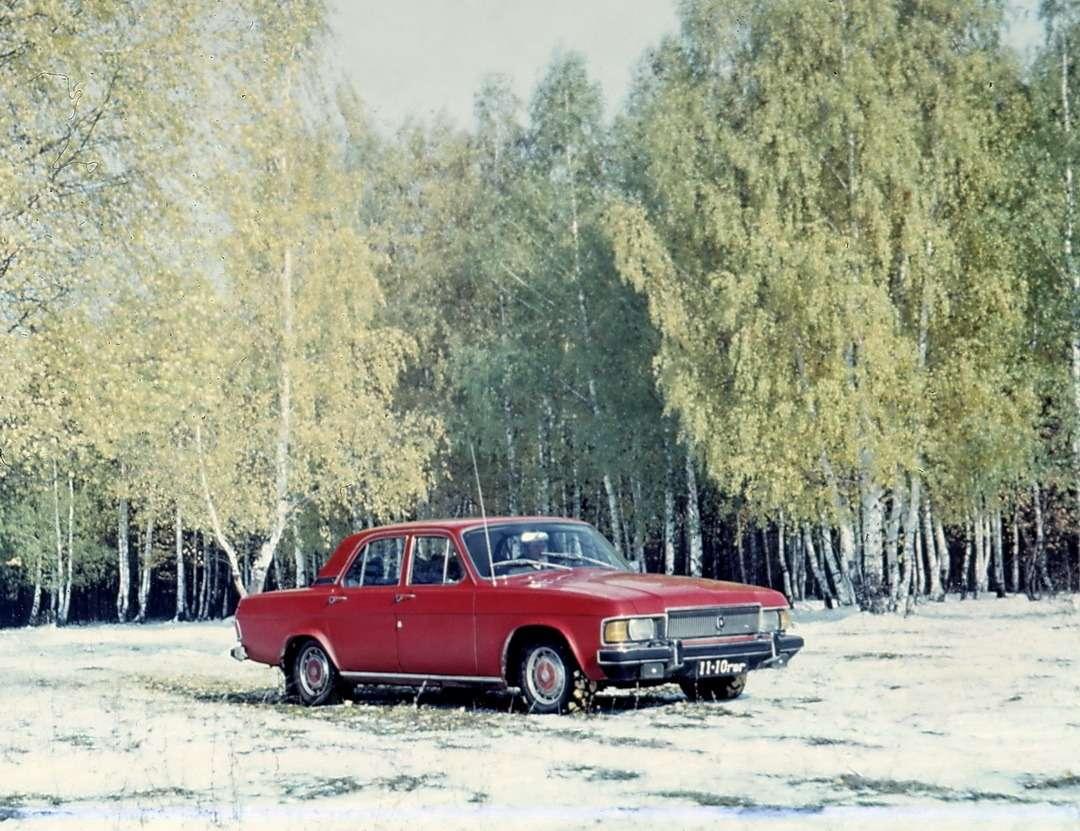 Снежная идиллия напленке ORWO: один изопытных образцов ГАЗ-3102, 1977 год. Понему можно проследить, как буквально внюансах дизайнеры Киреев иВолков приводили переднюю часть автомобиля кпривычному нам серийному виду. Фото изархива В.Н.Носакова