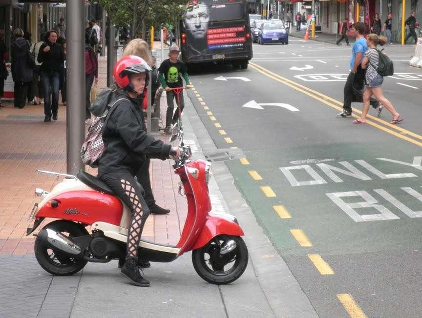 На каких скутерах можно ездить без прав снова обратился