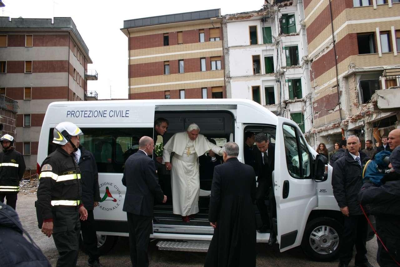 popes-fiat-ducato-panorama-1