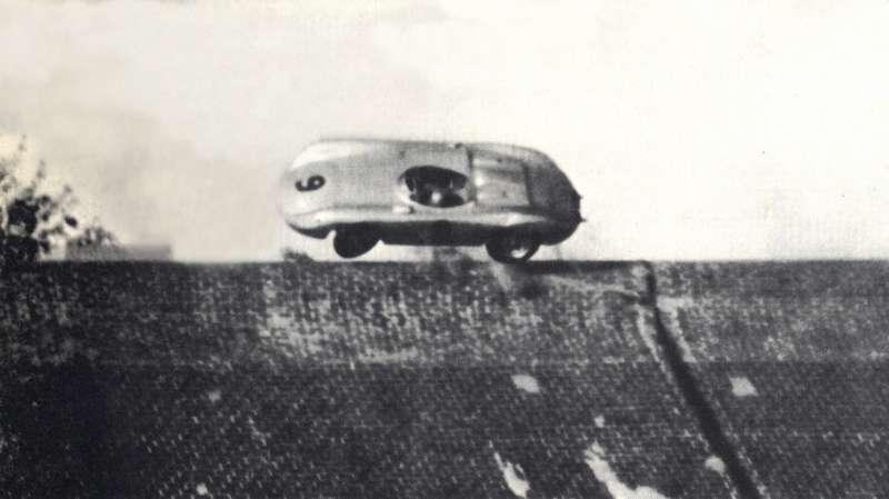 Знаменитый «полет» немца Рихарда фон Франкенберга насвоем Porsche 645 Spider 1500в северном вираже 16сентября 1956 года. Пилот остался жив
