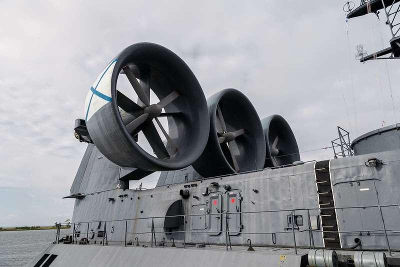 Малый десантный корабль Зубр: самый большой навоздушной подушке