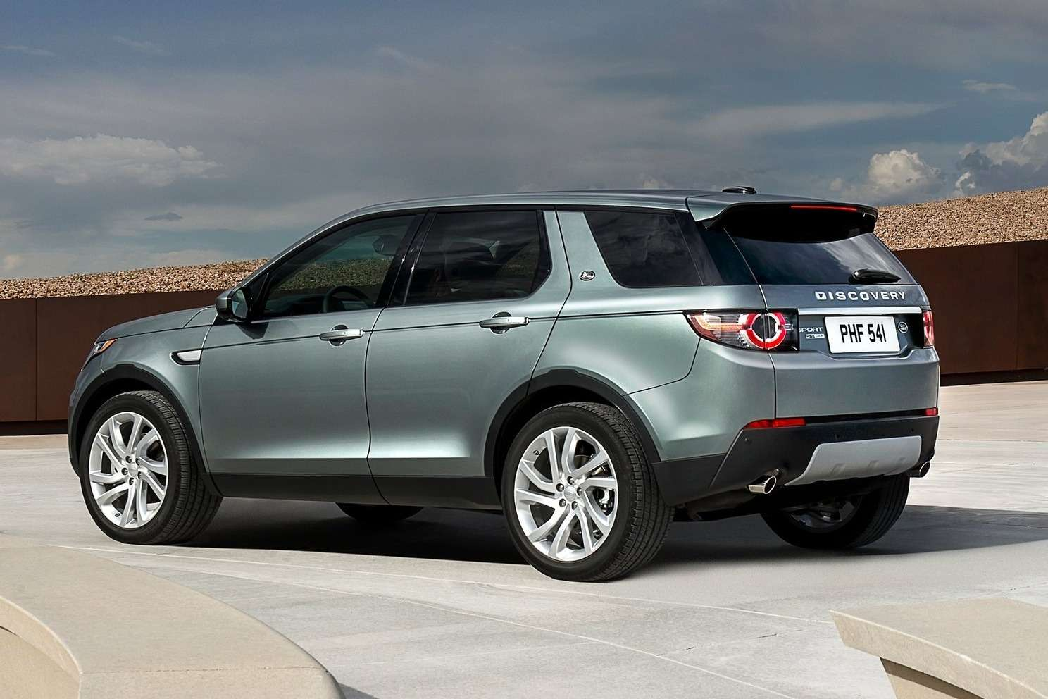Land_Rover-Discovery_Sport_2015_1600x1200_wallpaper_12