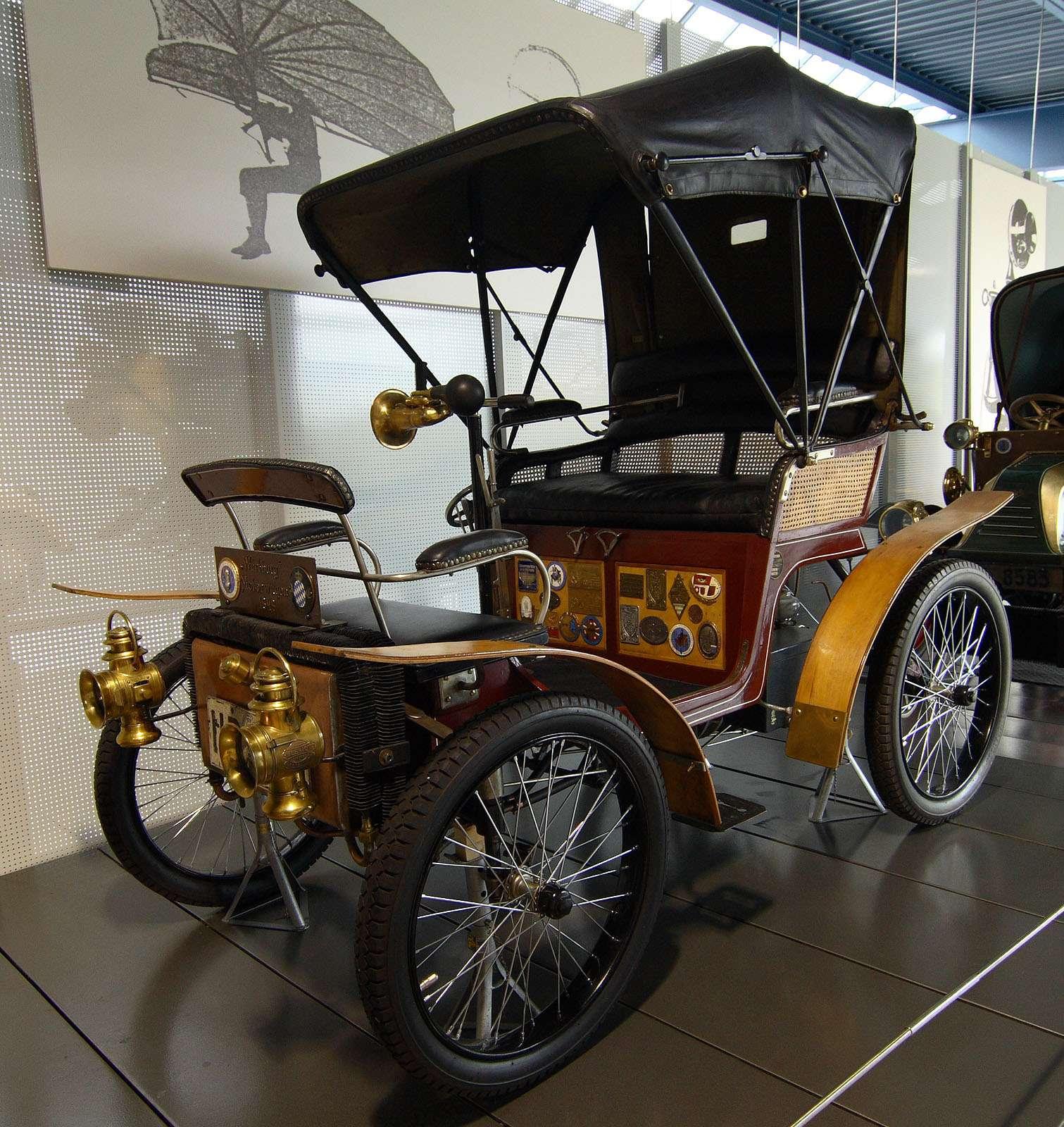 Автомобиль Wartburg 1899 года (шасси №88) вэкспозиции Музея немецкой автомобильной истории вгороде Амеранг (Бавария). Фото: Wikipedia