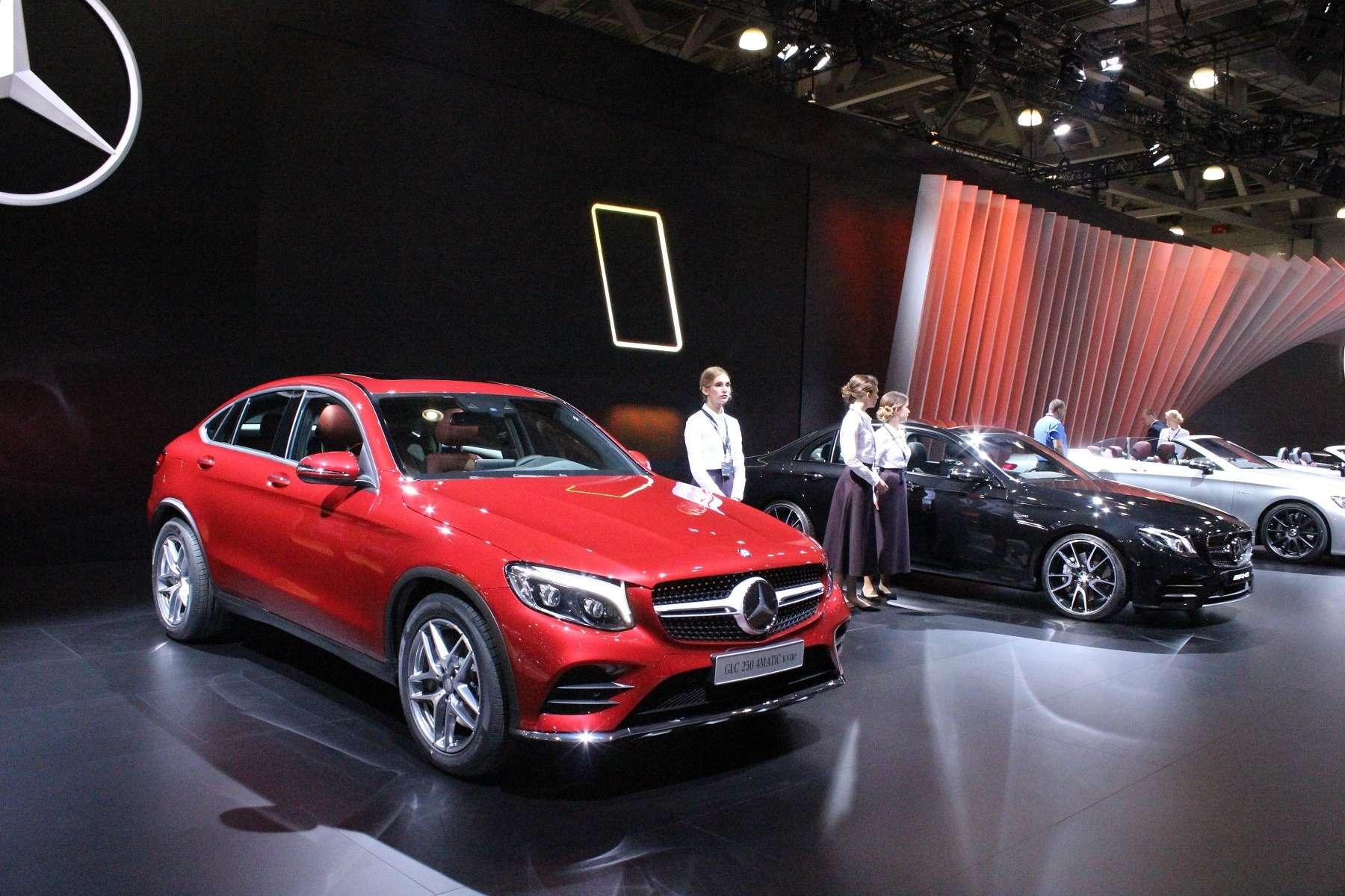 Стенд или шоу-рум: Mercedes-Benz E-класса ивсе-все— фото 624470