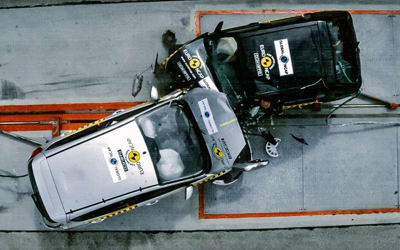 Специалисты Global NCAP наглядно показали, насколько новая Fiesta безопаснее старой