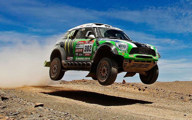 no_copyright_Stephane-Peterhansel-wins-Dakar-2012-with-MINI-ALL4-Racing-front-view-in-the-air