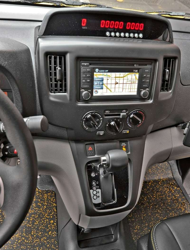 Nissan.Taxi.Center_Console