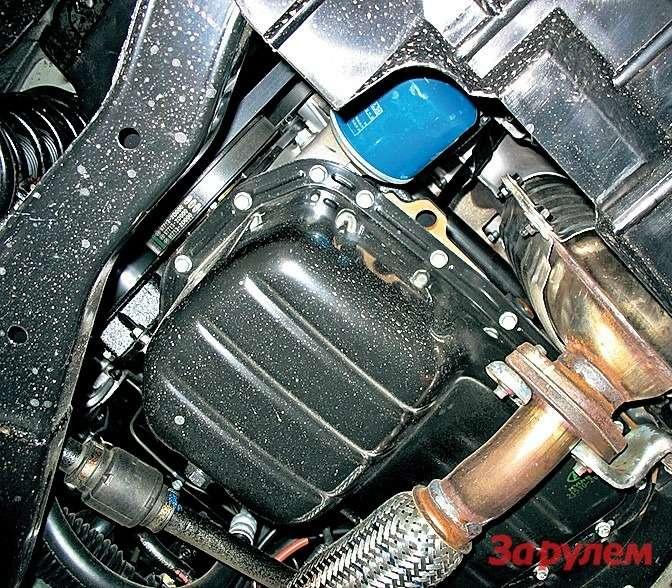 Хотя стальной поддон двигателя нестоль хрупок, как алюминиевый, рекомендуем поставить силовую защиту моторного отсека. Заодно прикроете гофр выпуска.