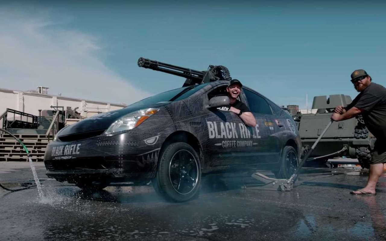 Назащиту экологии встала Toyota Prius спулеметом— фото 924133