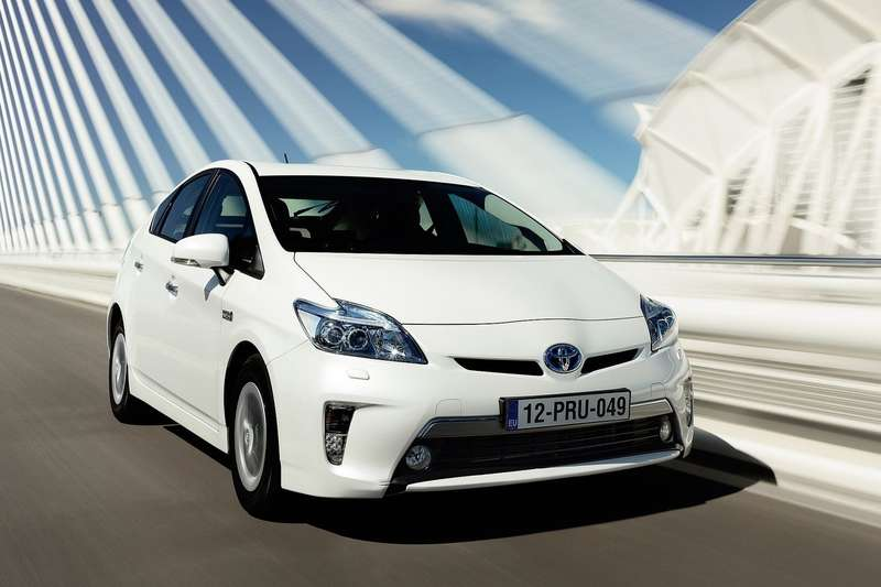 Toyota-Prius_Plug-in_Hybrid_2013_1600x1200_wallpaper_05
