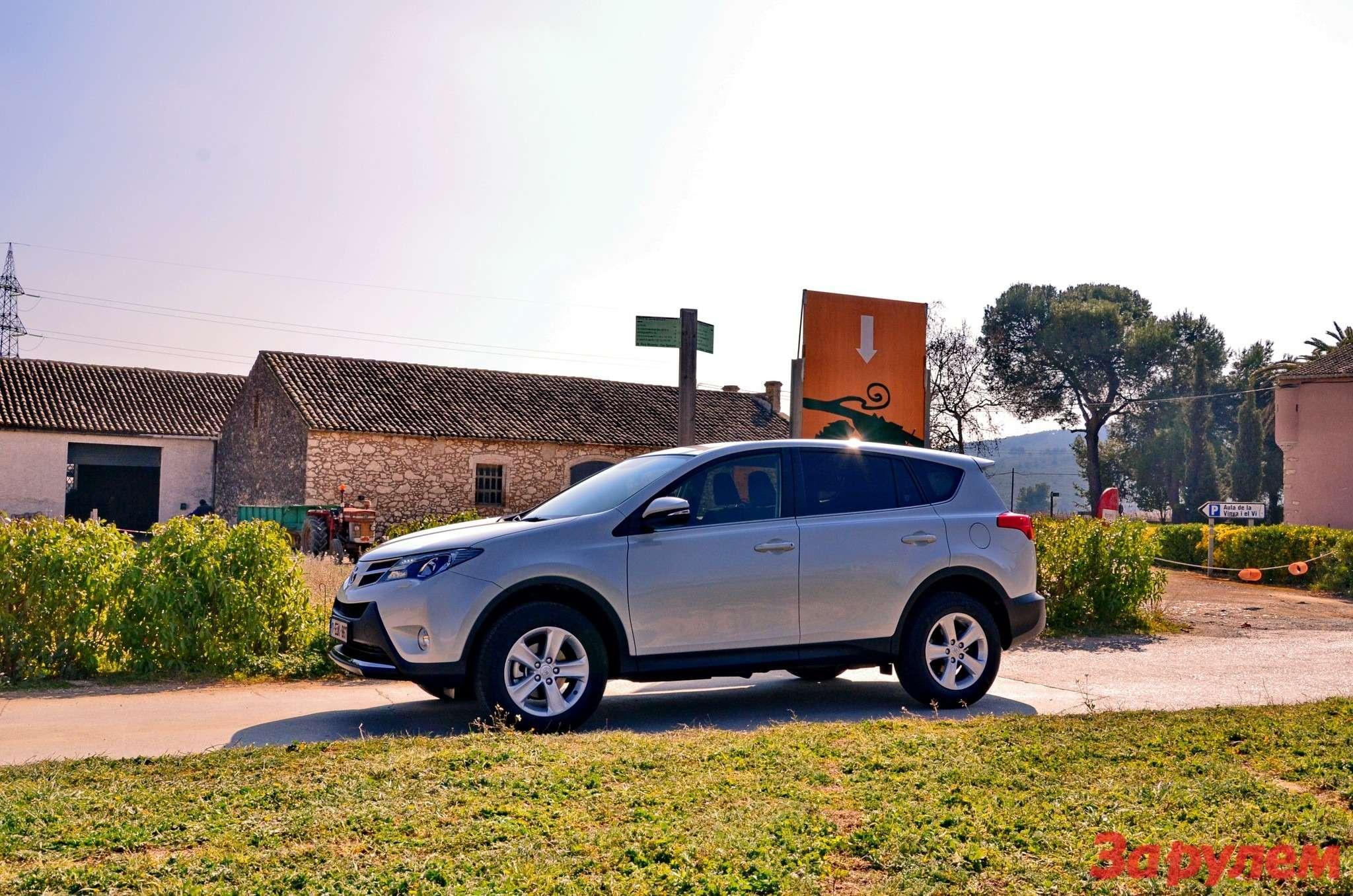 Toyota_RAV4_2014_za_rulem_22