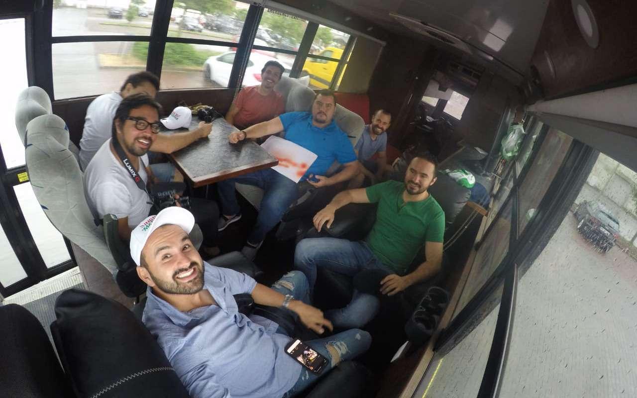 Мексиканцы приехали вМоскву наЧМ-2018на расписном автобусе— фото 878402