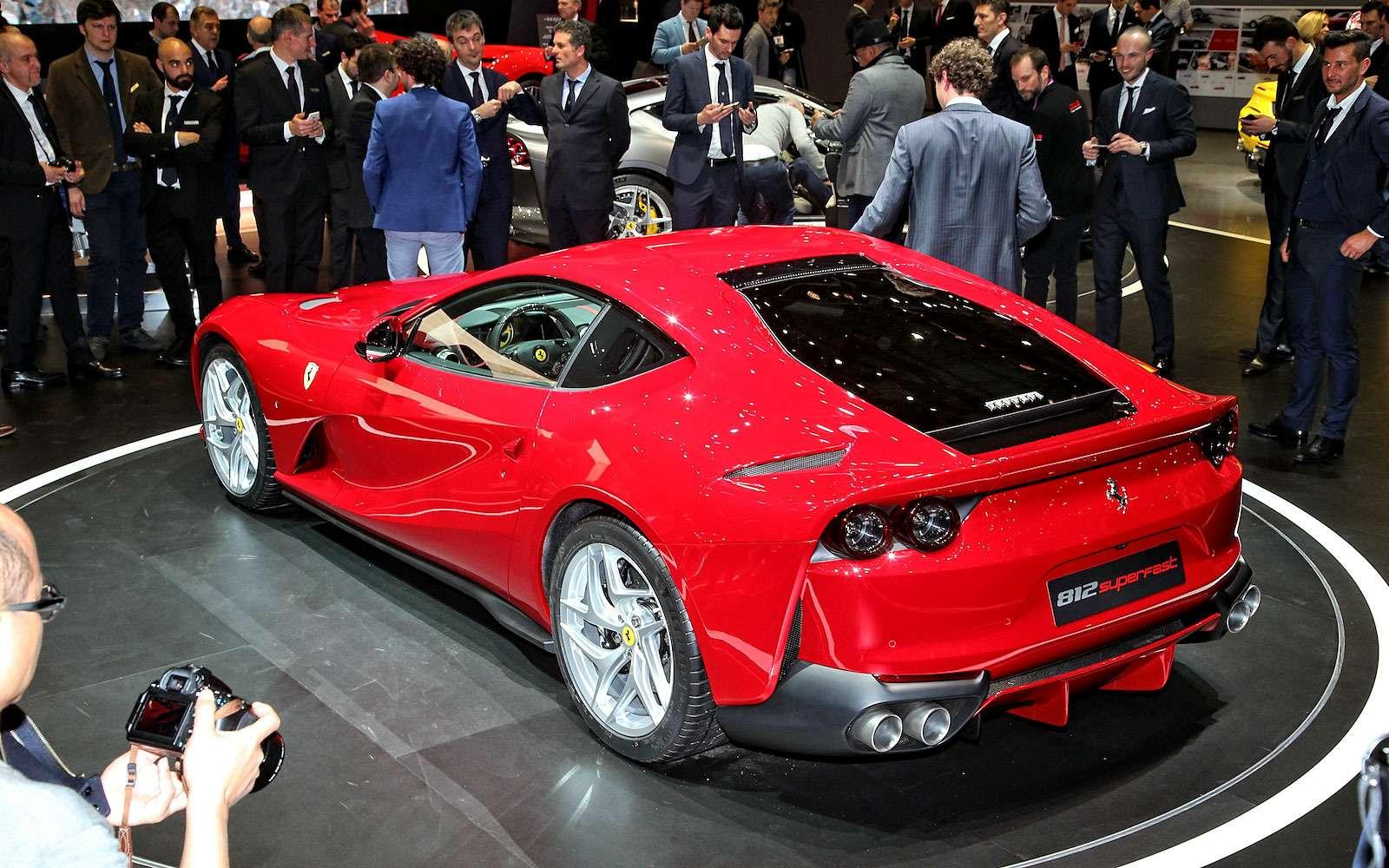 Король Женевы: Ferrari 812 Superfast вовсем великолепии— фото 718301