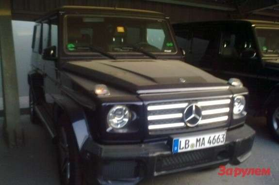 Mercedes-Benz G65AMG side-front view