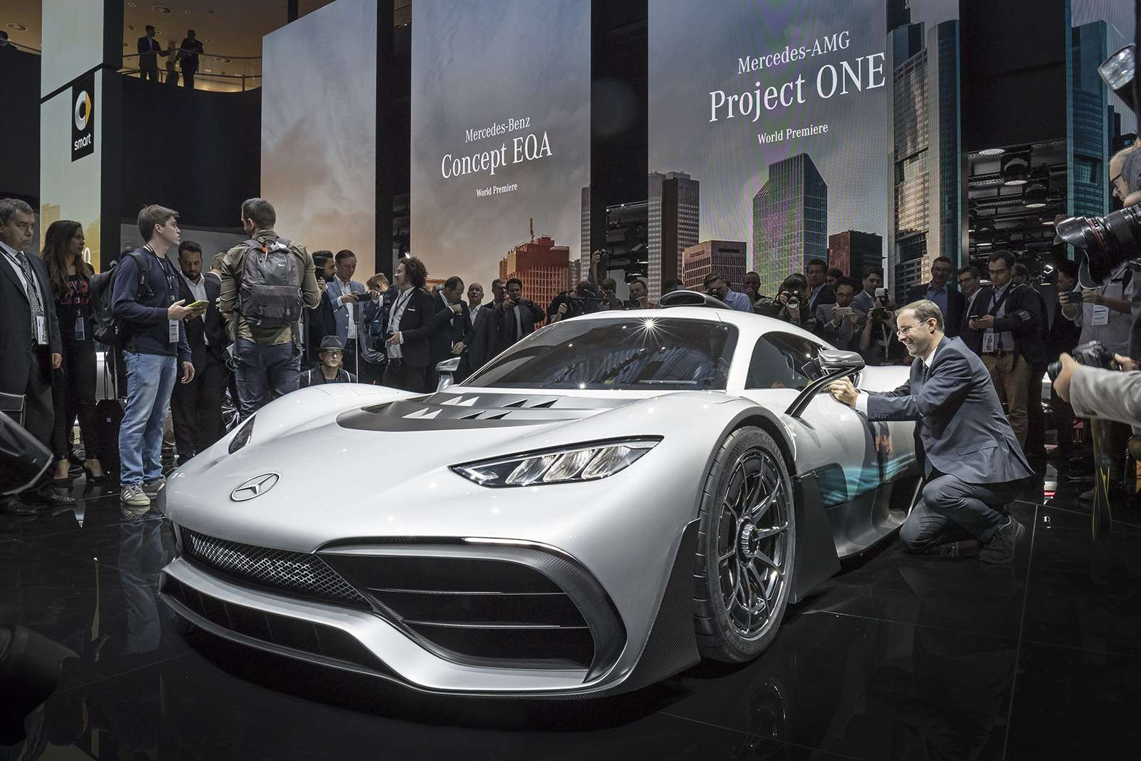 2 секунды досотни— Mercedes-AMG Project ONE против Aston Martin Valkyrie— фото 805559