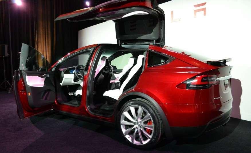 2016-Tesla-Model-X-107-876x535
