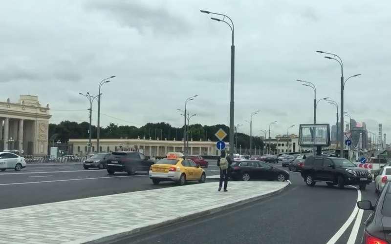 В столице закрыли неудобный съезд сСадового кольца наЛенинский проспект