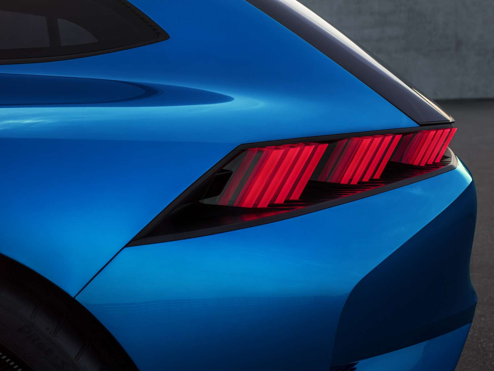 Peugeot Instinct: ваше первое «Я»— фото 713231