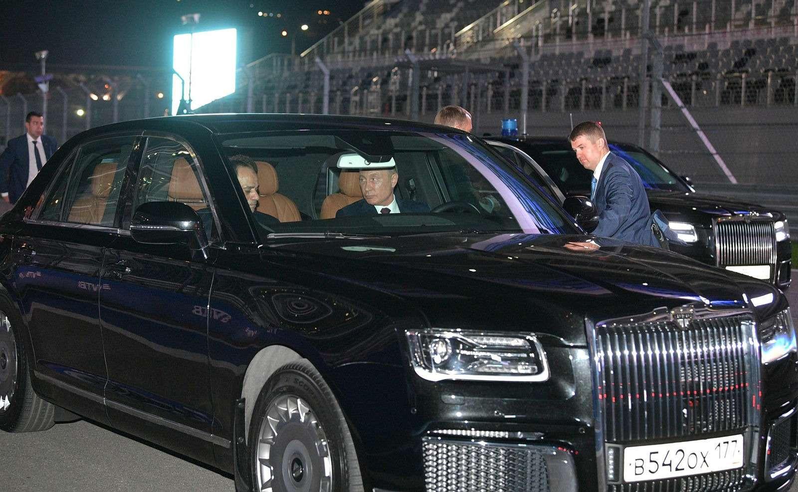 Владимир Путин сел заруль седана Аурус Сенат— фото 915221