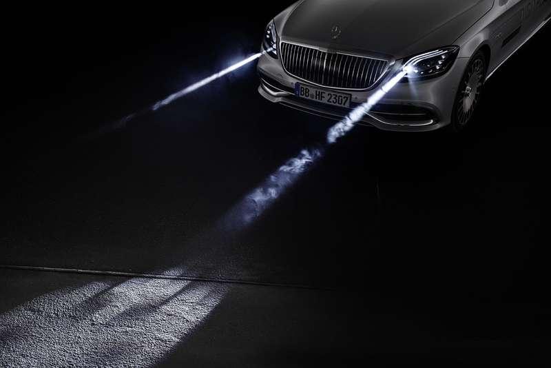 «Я рисую на асфальте»: Mercedes-Maybach представил уникальные фары