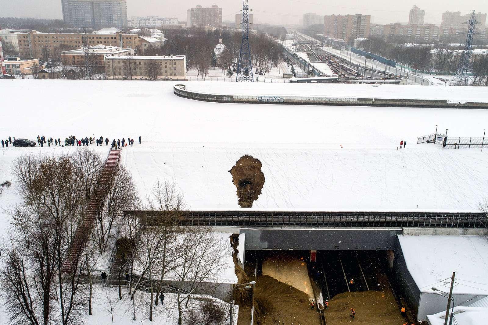 Транспортный коллапс вМоскве: затопило один изтуннелей— фото 938944
