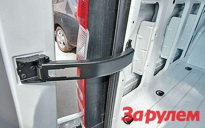 Распашные задние двери открываютсяна угол 90и 180 градусов