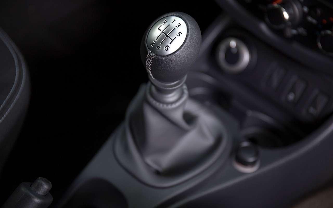 «Нафаршированный» Renault Sandero Stepway или «пустой» Duster: что выбрать?— фото 890415
