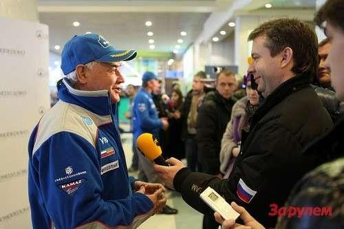 Семен Якубов руководит командой «КАМАЗ-мастер» уже более 20лет. Под его руководством спортсмены десять раз становились победителями «Дакар» вклассе грузовиков.