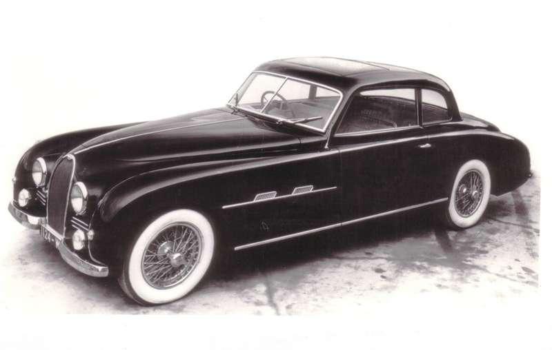 Bugatti Type 101 Coupе 1951 года— последняя серийная модель марки. Впервые представлена вавгусте 1947 года. Базировалась наоснове конструкции «Типа 57». До1951 года машина сохраняла зависимую рессорную переднюю подвеску