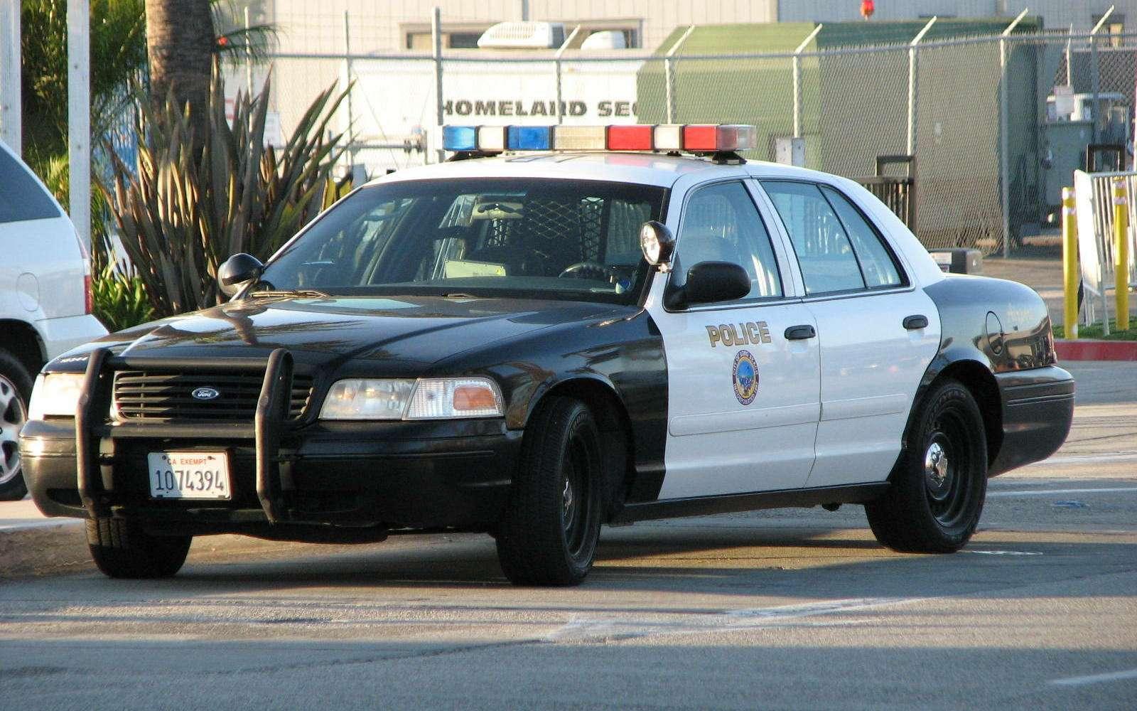 Легенда полиции икино Ford Crown Victoria уходит напокой— фото 791551