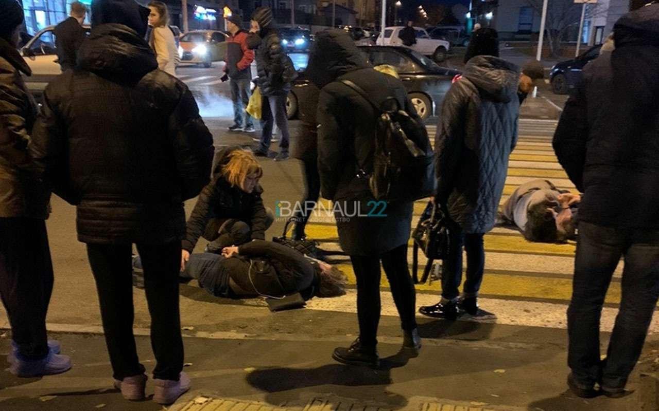 Трое пешеходов были сбиты напереходе— фото 1003681