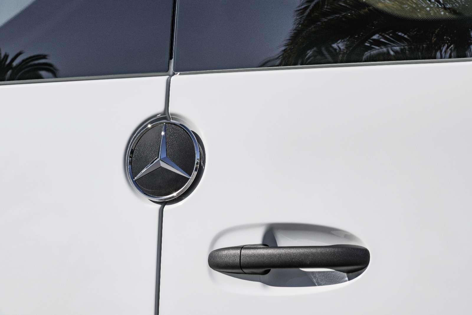 Новый Mercedes-Benz Sprinter: передний привод идо5,5т груза— фото 842777