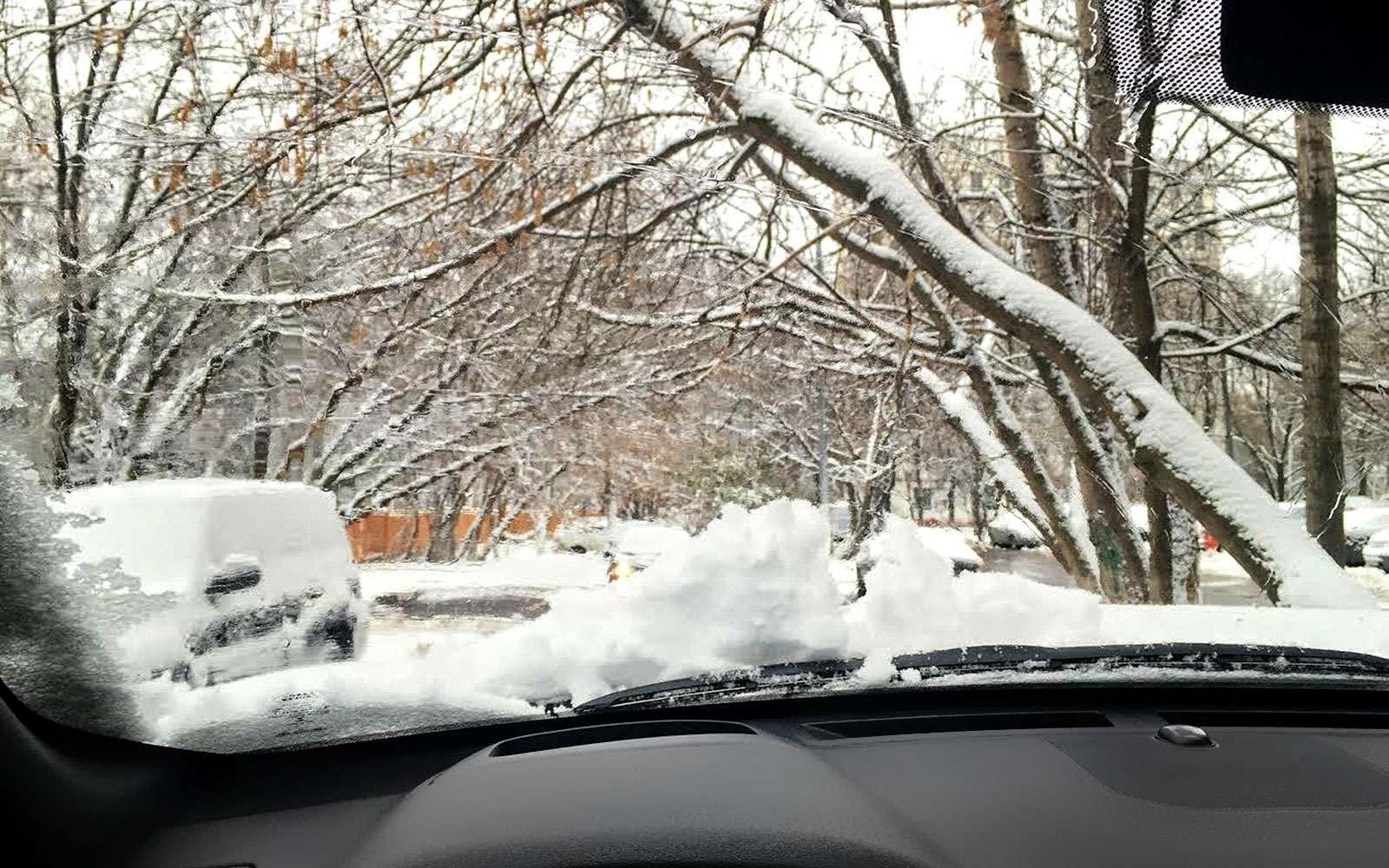 Снег накапоте
