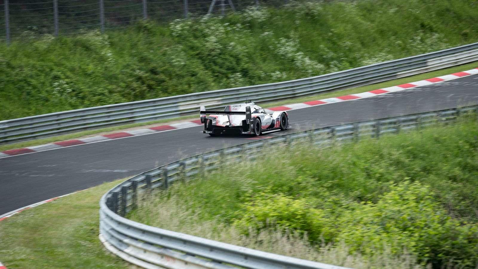 Porsche установила новый абсолютный рекорд Нюрбургринга!— фото 882811