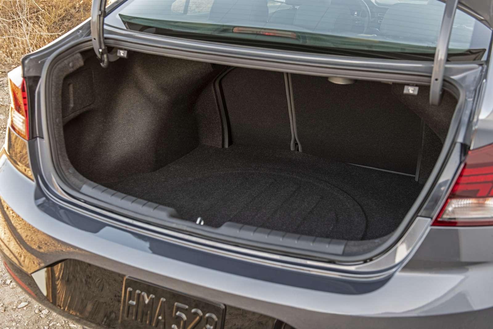 Обновленная Hyundai Elantra: треугольные фары иулучшенная безопасность— фото 898235