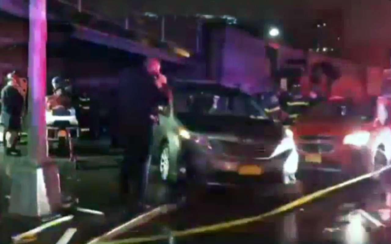 Вцентре Нью-Йорка автомобиль протаранил толпу