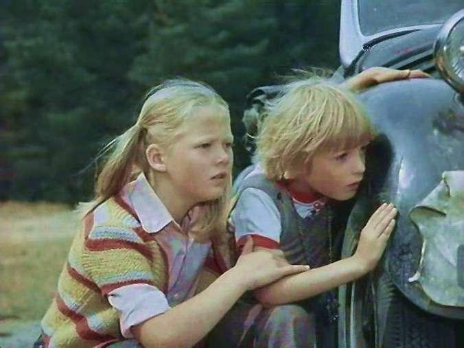 Такой жеавтомобиль играл «призрака без мотора» вфильме «Приключения Калле-сыщика» (Литовская киностудия, 1976г., режиссер Арунас Жебрюнас). Накадре изфильма: Моника Жебрюнайте-Эдгар (Ева-Лотта) иТадас Дилис (Калле Блюмквист) прячутся заавтомобилем.