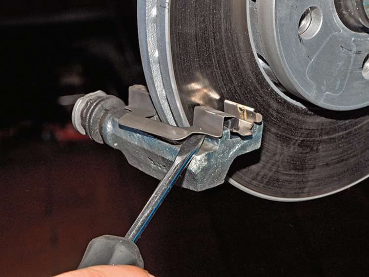 замена задних тормозных колодок в Фольксваген бора