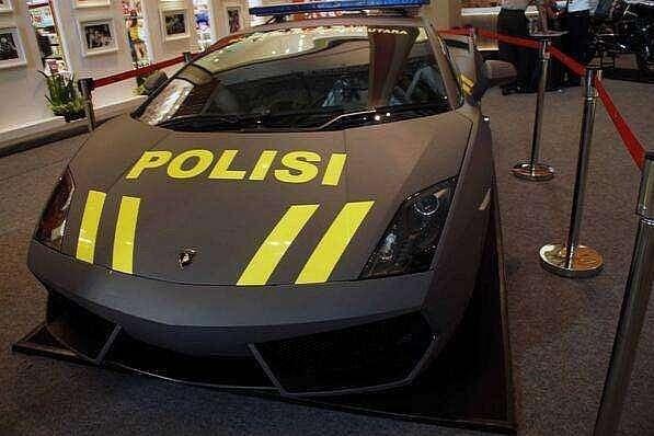 lamborghini-aventador-and-gallardo-become-police-cars-in-indonesia-medium_1