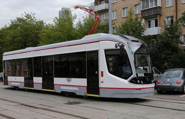 Московские водители выплатили 4млн рублей запомехи движению трамваев