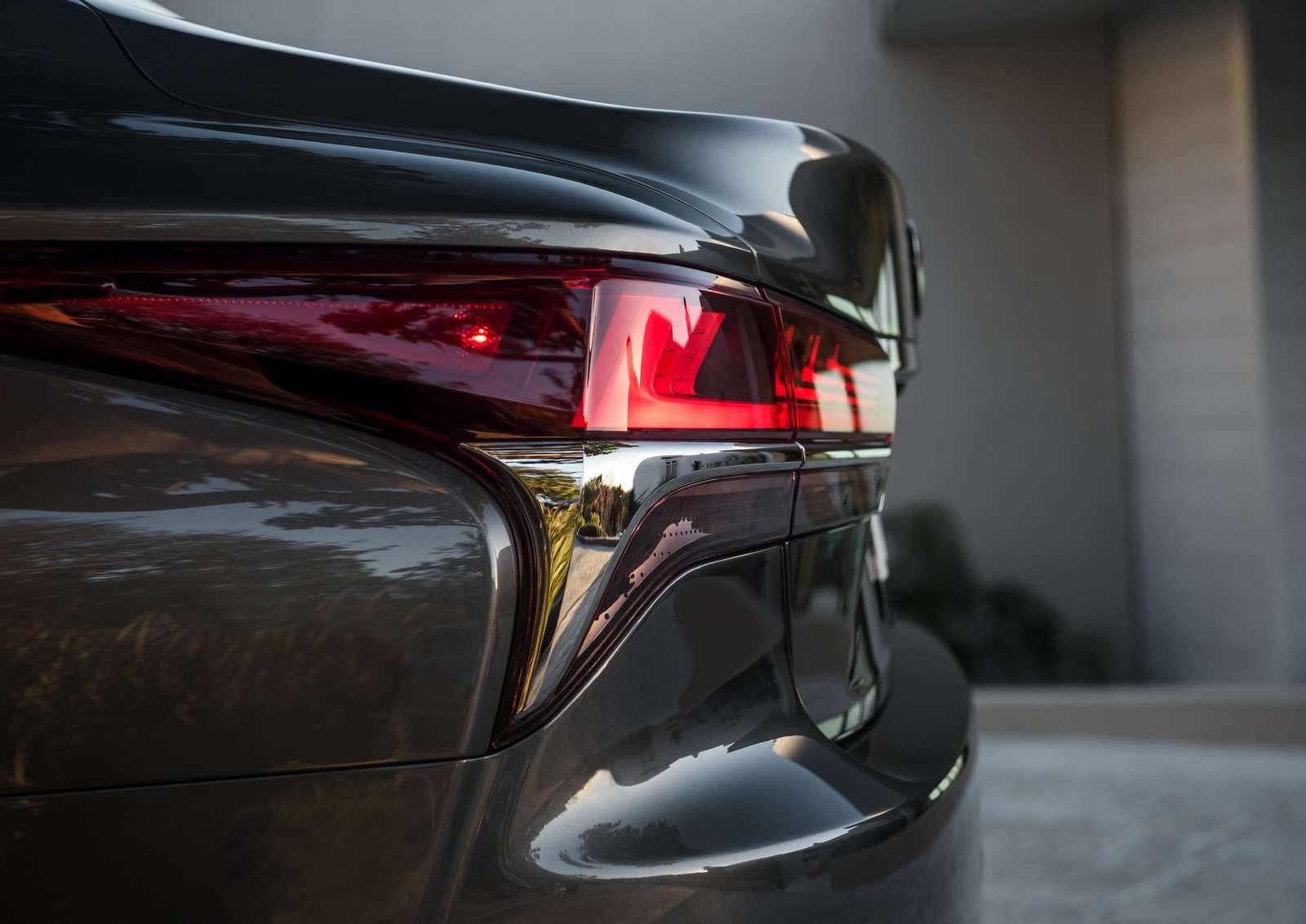 Проглотить S-класс: вДетройте дебютировал новый Lexus LS— фото 690261
