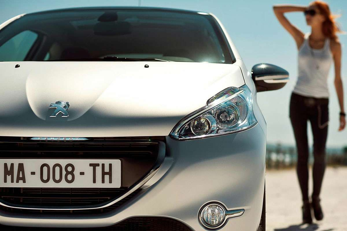 2012-Peugeot-208-8