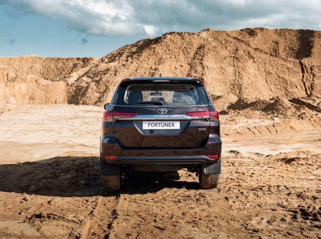 Toyota объявила российские цены наFortuner— фото 779051