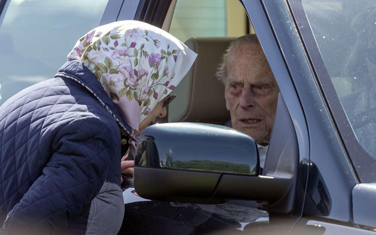 Муж королевы Великобритании перевернулся намашине