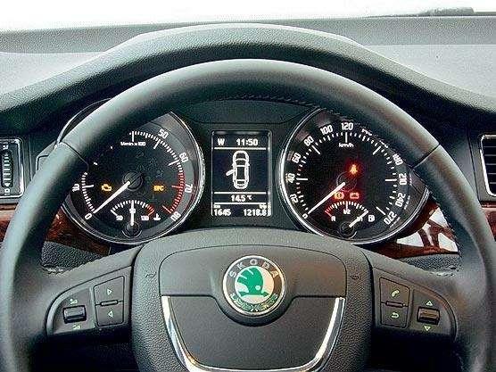 Тест Toyota Camry, Nissan Teana, Skoda Superb: Чудеса геополитики— фото 89494