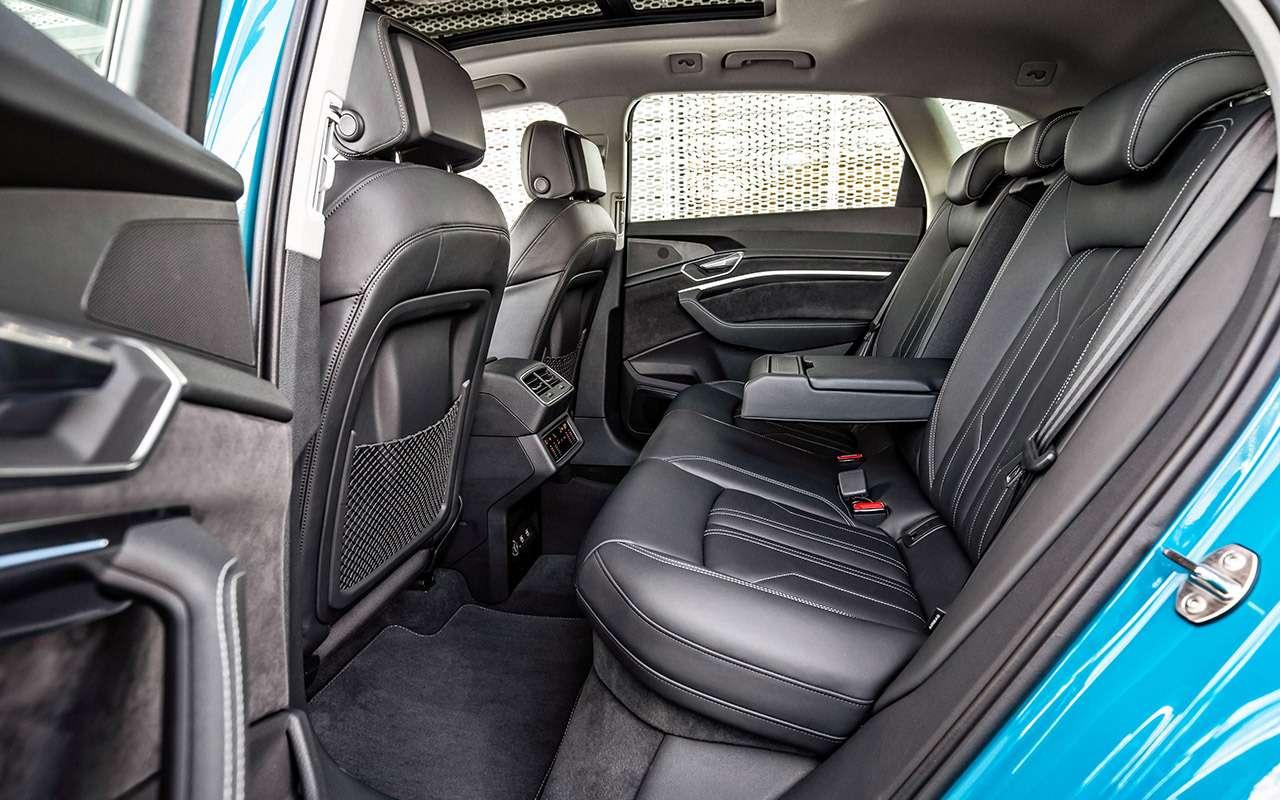 Электрокроссовер Audi e-tron: тест впесках Абу-Даби— фото 973068